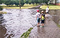 «После дождя на парковку не заехать: можно утонуть»