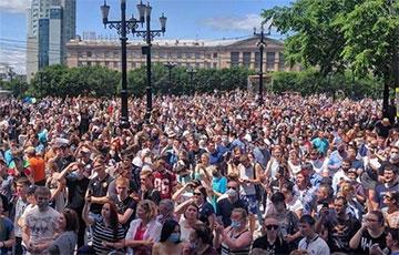 «Путина в отставку!»: в Хабаровске прошла массовая акция протеста против ареста губернатора