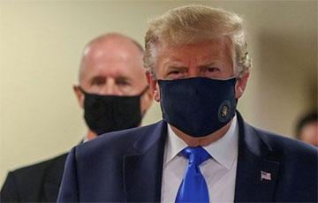Дональд Трамп упершыню надзеў маску на публіцы