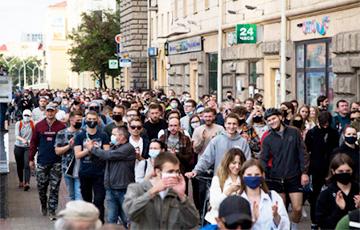 Беларусы выйшлі на вуліцы ў падтрымку незарэгістраваных кандыдатаў (Онлайн)