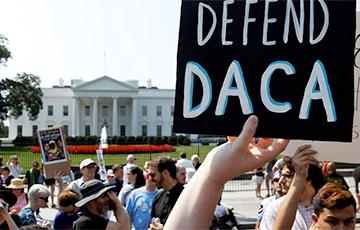 США перестали принимать новые заявки от «мечтателей»
