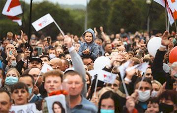 Лидчане прорывались к сцене, чтобы обнять Светлану Тихановскую: яркие фото