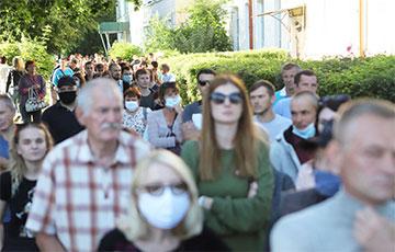 В Слониме на встречу с Тихановской уже выстроилась стометровая очередь