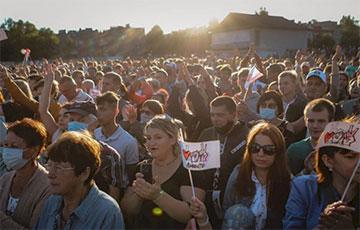 Colorful Photo Report From Sviatlana Tsikhanouskaya's Rally In Slonim