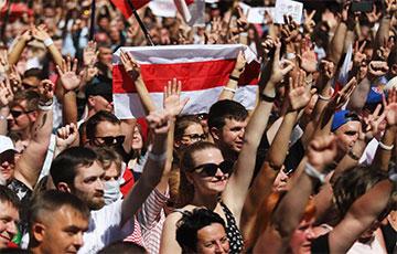 В Бресте – море людей!