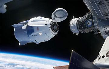 Корабль Crew Dragon Илона Маска с экипажем пристыковался к МКС: прямая трансляция