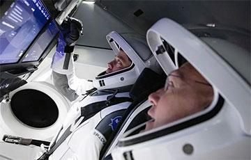 Crew Dragon вернулся на Землю: Астронавты NASA совершили посадку около Флориды