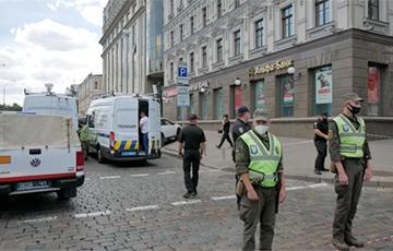 Мужчина захватил банк в центре Киева
