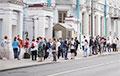 Белорусы зарубежья стоят в очередях, чтобы проголосовать на выборах