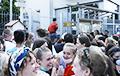 В Варшаве 2500 человек стали в очередь к посольству Беларуси