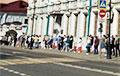 В посольство Беларуси в Москве образовалась многокилометровая очередь