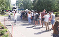 'Never Seen Anything Like This': Hundreds Of People Standing In Line To Voting Station In Uskhodnyaya Street In Minsk