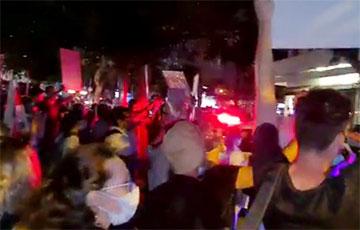 «Лукашенко в автозак!»: акция возле посольства Беларуси в Израиле
