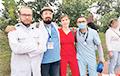 В Минске медики выстроились в цепь солидарности
