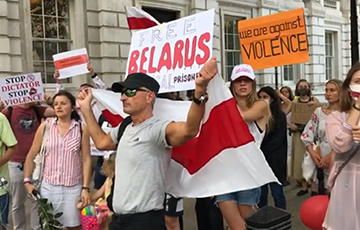 """""""Sanctions! Now!"""": Rally In Support Of Belarus Held Near Residence Of British Prime Minister"""
