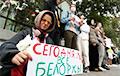 Пікеты праходзяць ля амбасады Беларусі ў Маскве