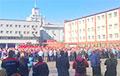 Тысячи работников МТЗ скандируют: «Уходи!»