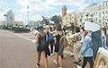 Колонна женщин с цветами подошла к Площади Независимости в Минске