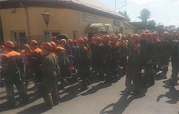 Бастующие работники МАПИДа направились в город