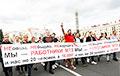 Рабочие МТЗ - министру промышленности: Люди хотят отставки Лукашенко, снимите его