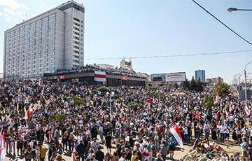 Десятки тысяч граждан простились с народным Героем Беларуси Александром Тарайковским