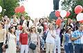 Жители Дзержинска  вышли к зданию райисполкома