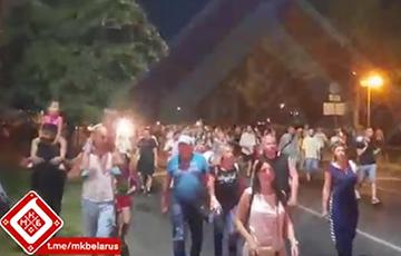 «Лукашенко — уходи!»: В Бресте шествие сторонников перемен собрало около 20 тысяч человек