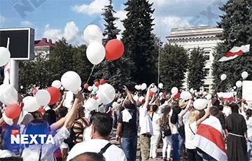 В Молодечно проходит многотысячный митинг