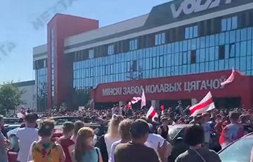 Як «хлопцы ў пагонах, але без галавы» руйнуюць беларускую прамысловасць