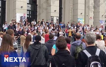 Минская филармония бастует и вдохновенно поет «Погоню» Максима Богдановича