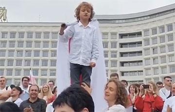 Видеофакт: Белорусская революция молодеет