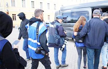 Работающих в Беларуси на иностранные СМИ журналистов массово лишают аккредитации