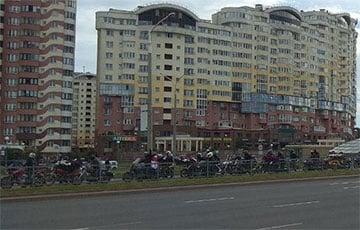 Байкеры под бело-красно-белыми флагами выехали на улицы Минска
