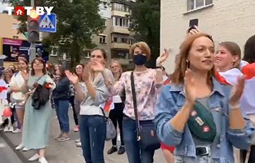 Белорусские женщины — омоновцам: Вам никто не даст!