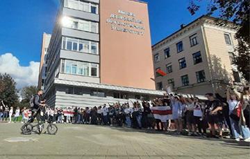 Студенты МГЛУ вышли на пикет солидарности