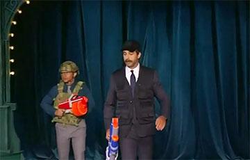 Ургант спародировал Лукашенко с автоматом и в кепке