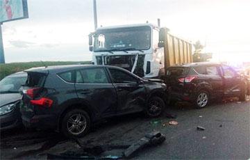 Массовая авария на МКАД: самосвал разбил пять автомобилей