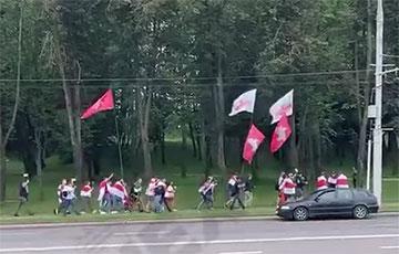 Первая колонна начала движение на Марш единства в Минске