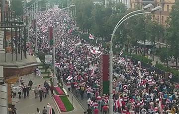 В центр Минска пришло огромное количество людей