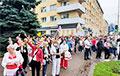 Участники акции в Барановичах собираются возле «Креста памяти»