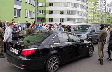 Как водитель BMW отказался сдавать назад, вынудив посторониться авто без номеров, и сорвал аплодисменты