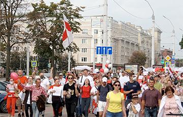 На Марше единства в Могилеве девушка «заглянула в душу» милиции