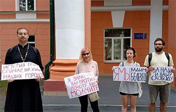 Студенты Гомельского государственного университета вышли на акцию протеста