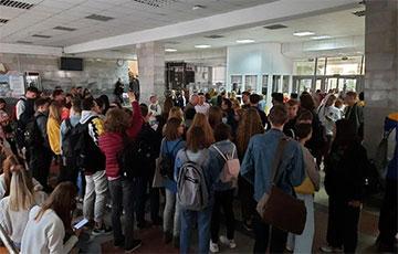 Студенты МГЛУ вызвали декана «на ковер»