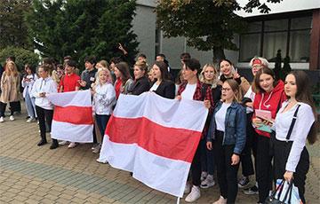 Студенты вышли на протесты по всей Беларуси