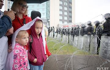 «Дети с сочувствием смотрели на солдат»