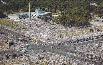 Месяц белорусских протестов: мощные фото