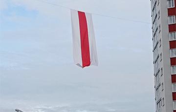 Минск встречает утро нового дня революции под правильной символикой