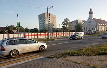 Белорусские города поднимают национальные флаги