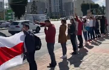 На Петровщине люди стали в цепочку солидарности